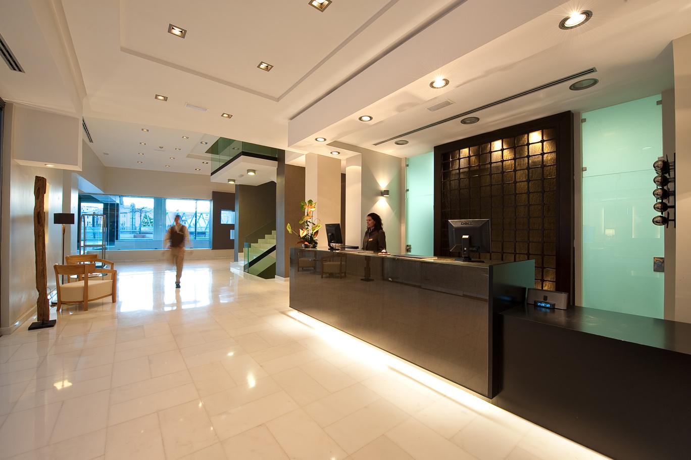 Curso de recepcionista hotel en bilbao formacion for Hotel diseno malaga